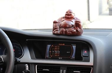 10 món đồ trang trí phong thủy tốt nhất cho xe hơi